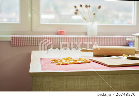 Woman is making christmas cakesの写真素材 [20743570] - PIXTA