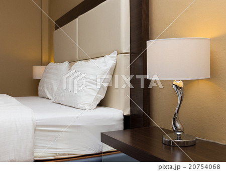 bedroom with bed and lamp decorationの写真素材 [20754068] - PIXTA