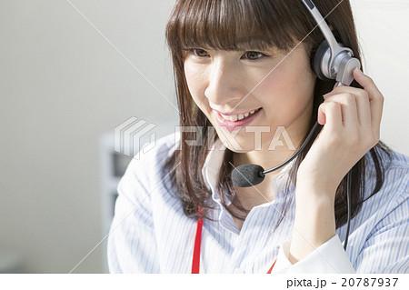 コールセンターで働く女性 20787937