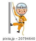ロープを使って壁を降りるレスキュー隊員 20794640