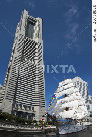 帆船日本丸の総帆展帆・満船飾 20799929