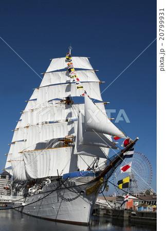 帆船日本丸の総帆展帆・満船飾 20799931