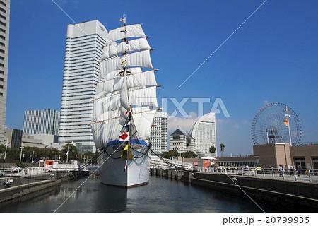 帆船日本丸の総帆展帆・満船飾 20799935