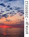 太平洋から昇る太陽 (フェリーの甲板から) 20809312