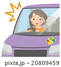 交通事故 運転をする高齢者 女性 20809459