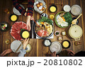すき焼きを食べる家族 20810802