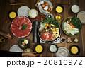 すき焼きを食べる家族 20810972