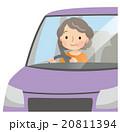 運転 高齢者 女性のイラスト 20811394