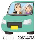 車の運転をする高齢者 20838838