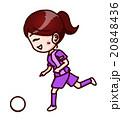 サッカーをする女性 20848436