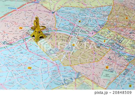 パリの地図とエッフェル塔 Paris Map And Tour Eiffelの写真素材