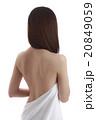 背中 女性 裸の写真 20849059