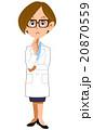 思案する白衣の女性 20870559