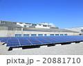 メガソーラーパネルと工場地帯の晴天 20881710