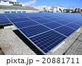 電力 メガソーラーパネルと工場地帯の晴天 20881711