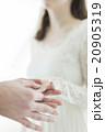 ウエディング 新婦 新郎の写真 20905319
