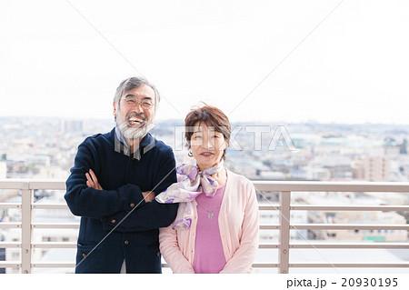 おしゃれ・スタイリッシュなシニア夫婦イメージ 20930195