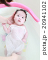 沐浴する赤ちゃん 20941102