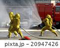 防護服による放水 20947426
