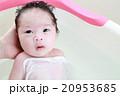 沐浴する赤ちゃん 20953685
