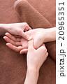 マッサージ ハンドマッサージ 手の写真 20965351
