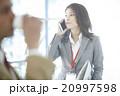 オフィスで働くキャリアウーマン 20997598