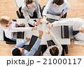 ビジネス チーム ハイタッチの写真 21000117