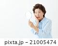 女性 人物 手鏡の写真 21005474
