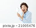 女性 人物 手鏡の写真 21005476