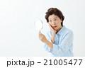 女性 人物 手鏡の写真 21005477
