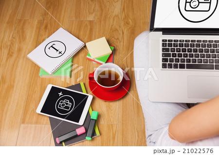 Composite image of overhead shot of woman, coffee, laptop, and tの写真素材 [21022576] - PIXTA