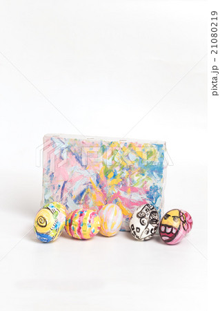 Colorful easter egg and small painted canvasの写真素材 [21080219] - PIXTA