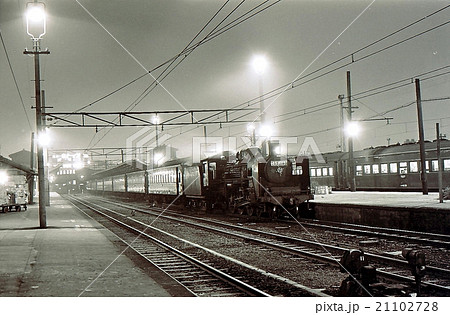 昭和43年 両国駅のC57蒸気機関車旅客列車 21102728