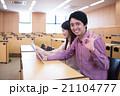 笑顔 大学生 人物の写真 21104777