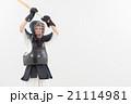 剣道をする女性 21114981