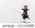 剣道をする女性 21114986
