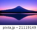 夜明けの逆さ富士 21119149