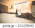 キッチン 台所 主婦の写真 21129042