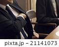会話するビジネスマン 21141073