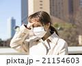 病気 女性 屋外 熱 頭を押さえる 風邪 マスク 21154603