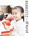 お雛様と女の子 お雛様 子供 女の子 小学生 桃の節句 ひな祭り 21158858