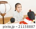 お雛様と女の子 お雛様 子供 女の子 小学生 桃の節句 ひな祭り 21158887