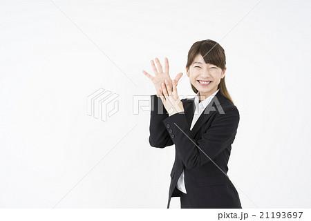 ビジネススーツを着た魅力的な笑顔が素敵な綺麗な女性キャリアウーマン「数字9」その九ポーズⅨ 21193697