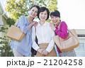 女性 50代 屋外の写真 21204258