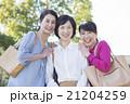 女性 50代 屋外の写真 21204259