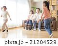 家族 遊ぶ リビングルームの写真 21204529
