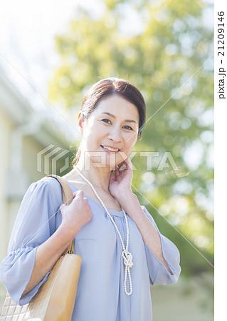 50代女性  21209146