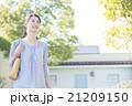 女性 50代 屋外の写真 21209150