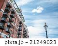 赤レンガのマンションと外灯 ロンドン郊外の建物 21249023