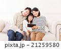 家族 人物 タブレットの写真 21259580